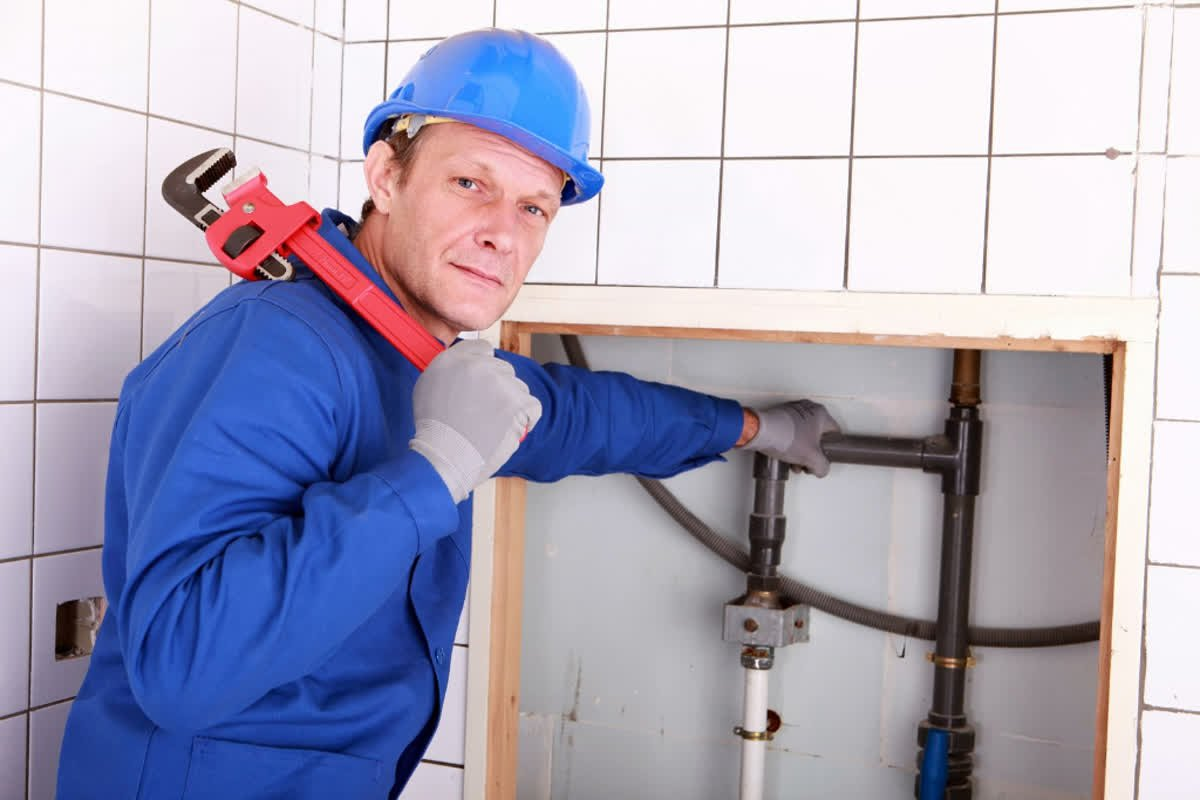 5 Things You Should Know Before Hiring a Plumber